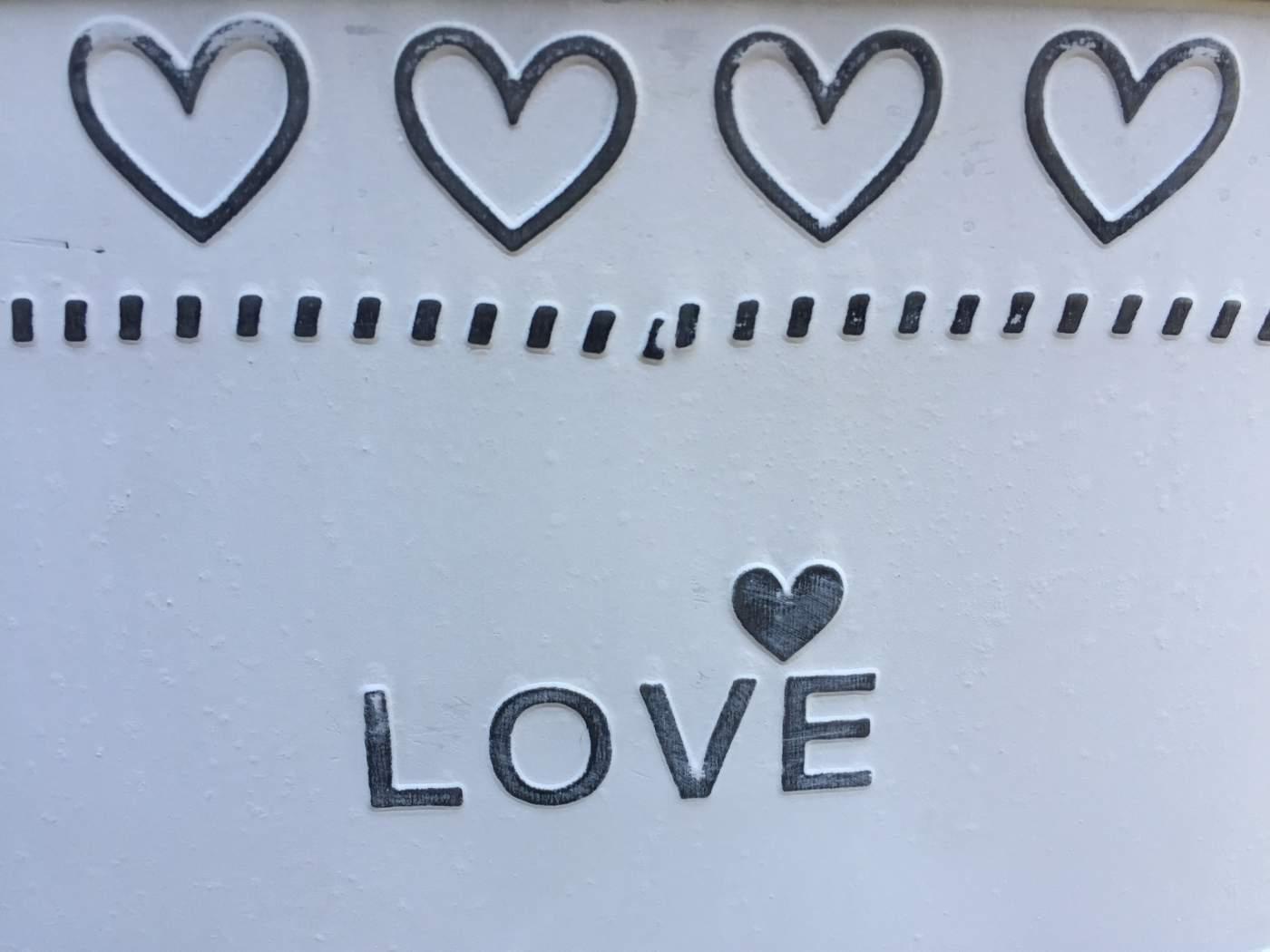 Fém Kaspó Cink Hatással Love Felirattal