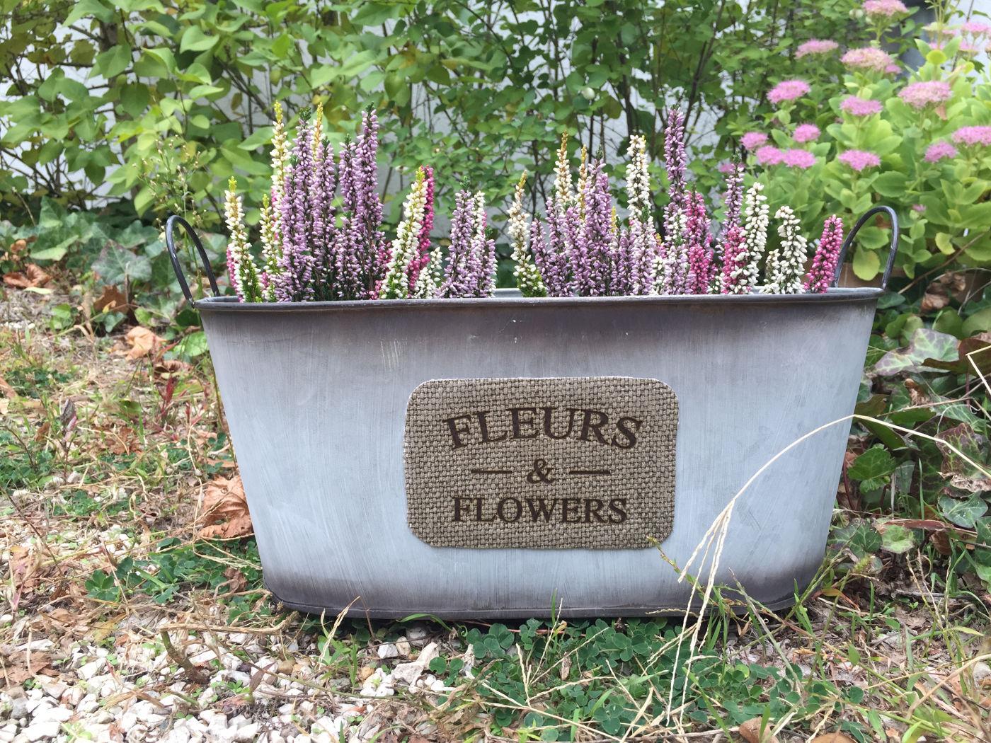 Kosár jellegű bádog kaspó Fleurs and Flowers felirattal ovális