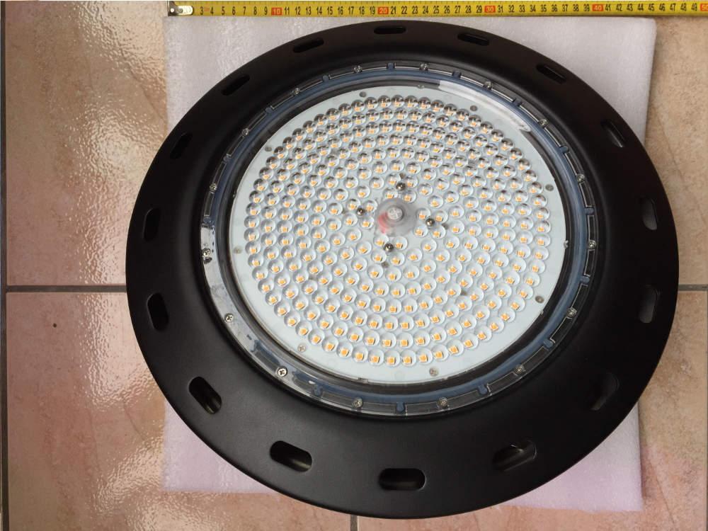 Profi, nagy teljesítményű növény nevelő LED lámpa (UFO)